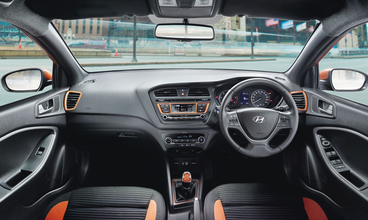 Hyundai i20 active features specification price in india for Interior hyundai i20